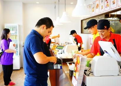 上間弁当で天ぷらを購入